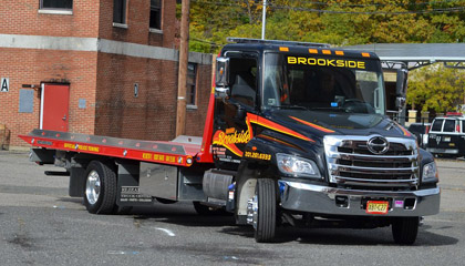 Have Distinctive Welfares of Hiring Truck Towing Services